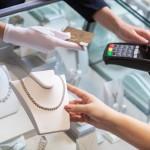 Jaki wybrać terminal płatniczy – klasyczny czy przenośny?